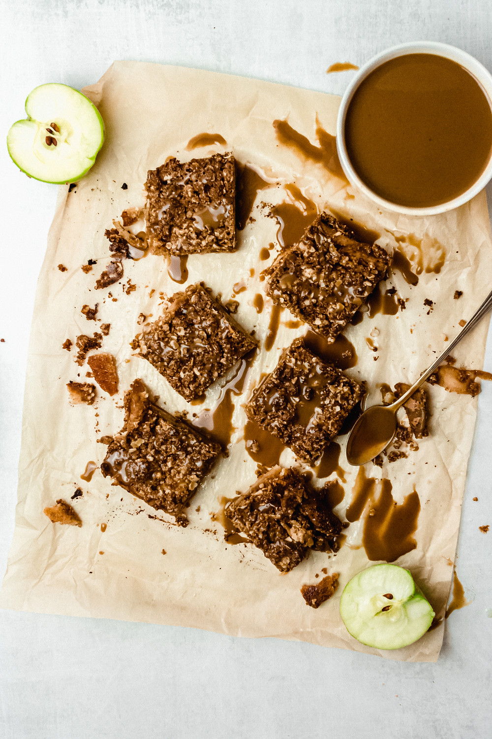 """Pretty Delicious Life Salted Caramel Apple Pie Bars - Gluten Free, Refined Sugar Free - This apple pie bar recipe kind of happened as a random out of the blue """"hack"""" of sorts. A friend sent me a message recently noting that she was trying to do more baking with alternative flours like almond + coconut flour"""
