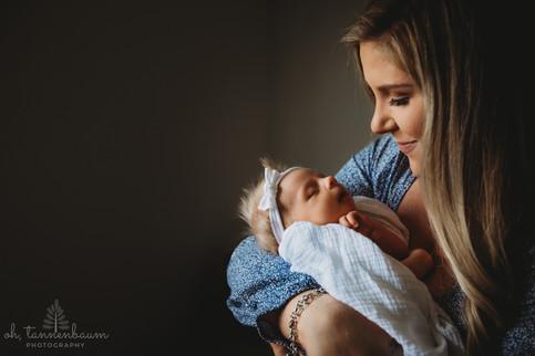 in-home_newborn_session_OhTannenbaumPhot