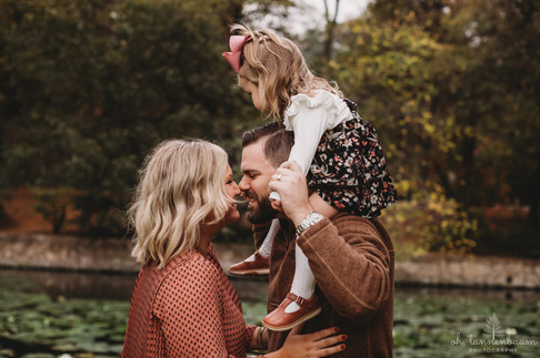 Holiday Mini Sessions | Family Photography Sessions in San Antonio, Texas by Oh, Tannenbaum Photography