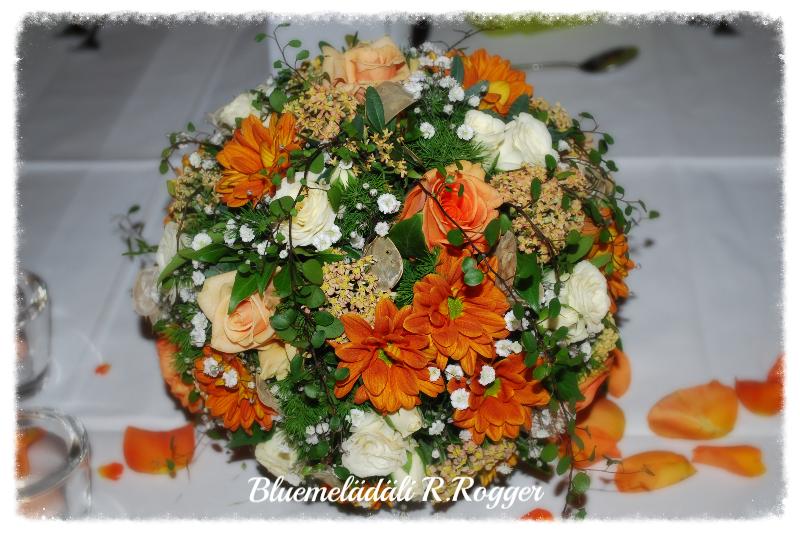Tischkugel in apricot-creme