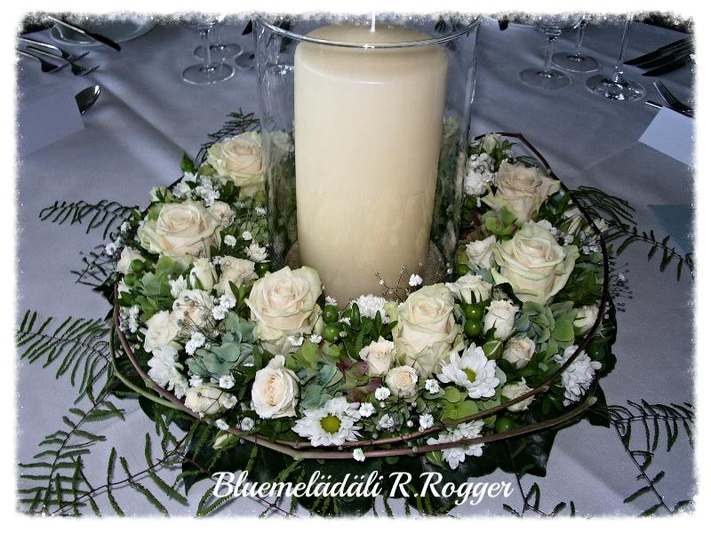 romantischer Kranz mit Kerze