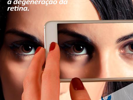 Uso prolongado de dispositivos digitais está expondo os olhos à luz azul violeta