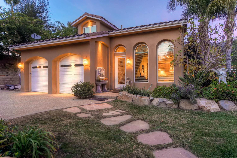 7060 Via Mariposa Sur Bonsall-large-023-14-Guest House Exterior Front-1500x1000-72dpi (003)