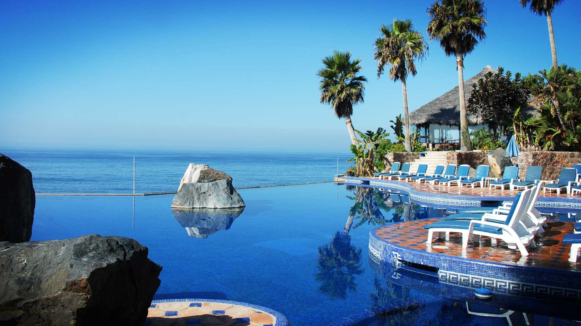 Las Rocas Resort