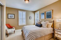 Cornerlot home in Bressi Ranch-large-009