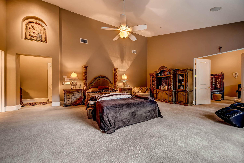 7060 Via Mariposa Sur Bonsall-large-013-39-Master Bedroom-1500x1000-72dpi