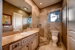 7060 Via Mariposa Sur Bonsall-large-019-12-Bathroom-1500x1000-72dpi