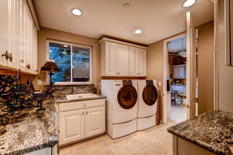 7060 Via Mariposa Sur Bonsall-large-021-17-Laundry Room-1500x1000-72dpi