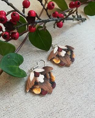 boucles d'orelles en marqueerie de bois jeanne inspiré des fleurss