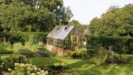 A productive garden : :