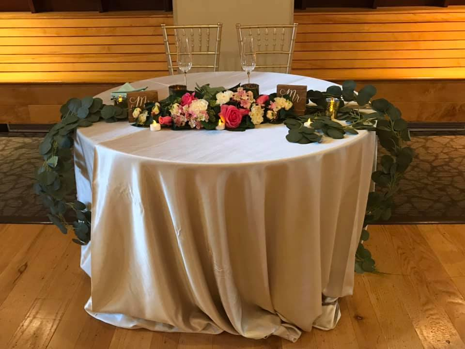 Simple but elegant sweetheart table