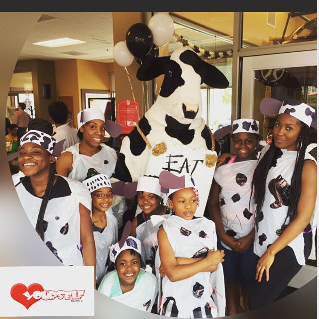 In honor of #cowappreciationday I had lunch _chickfila with the cutest little cows!! The girls had a