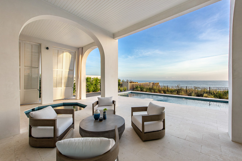 Poolside Lounge & Spa