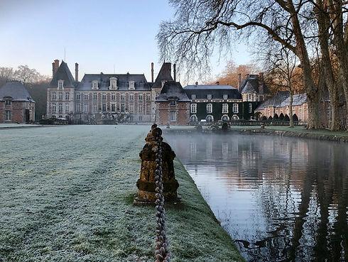 Vue du château de Courances en hiver