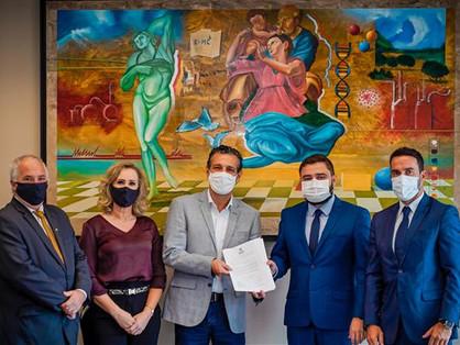 Deputados visitam sede da União Química em SP