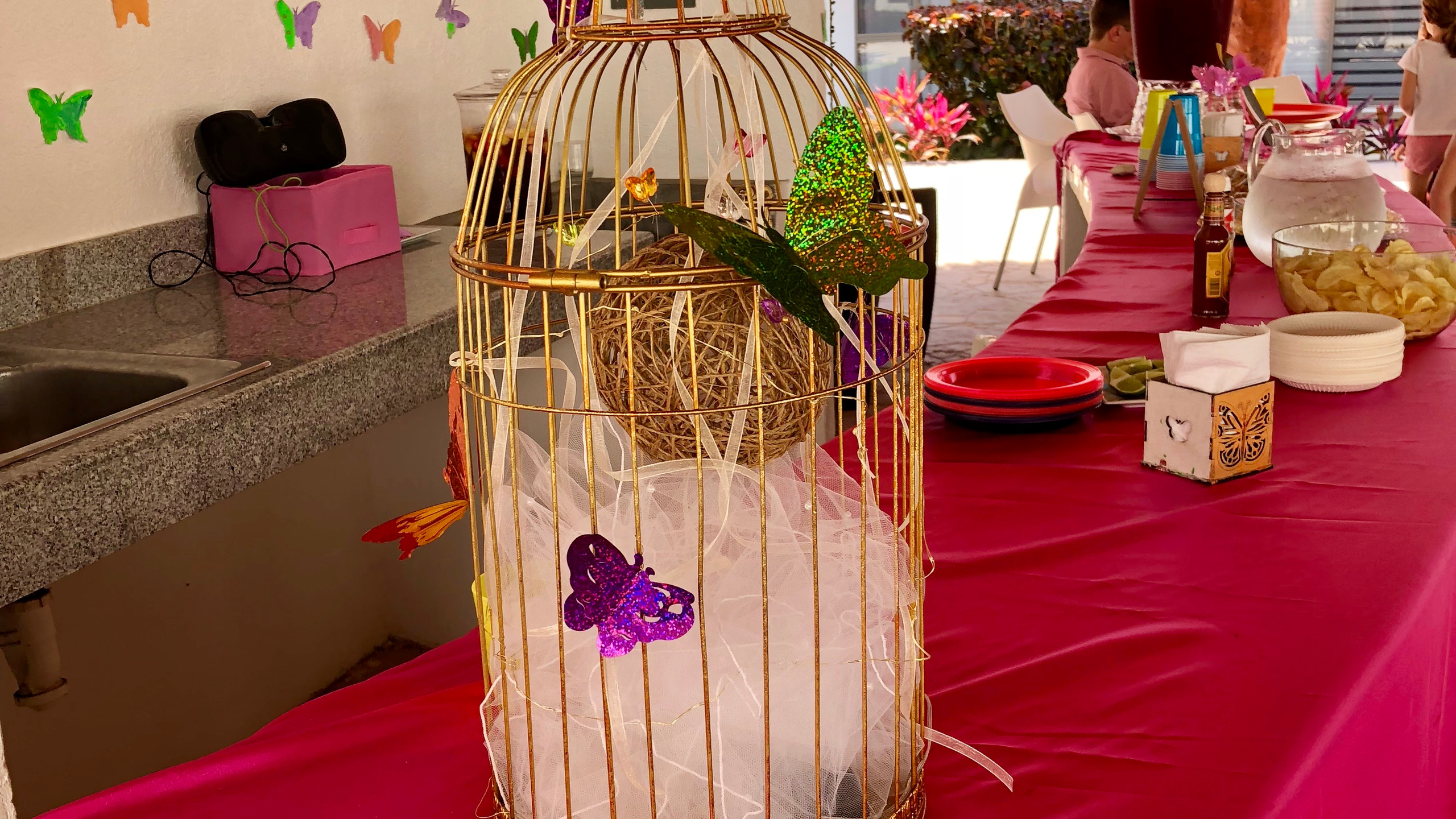 Fell in love with this vintage-looking birdcage so I used it as part of the décor
