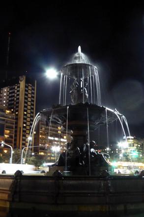 Fountain on Av. Nueve de Julio