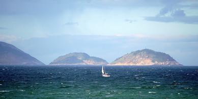 Sloop approaches Guanabara Bay