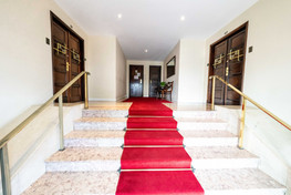 Entrance hall with stairs to elevator