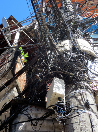 Overload of cables, Rocinha