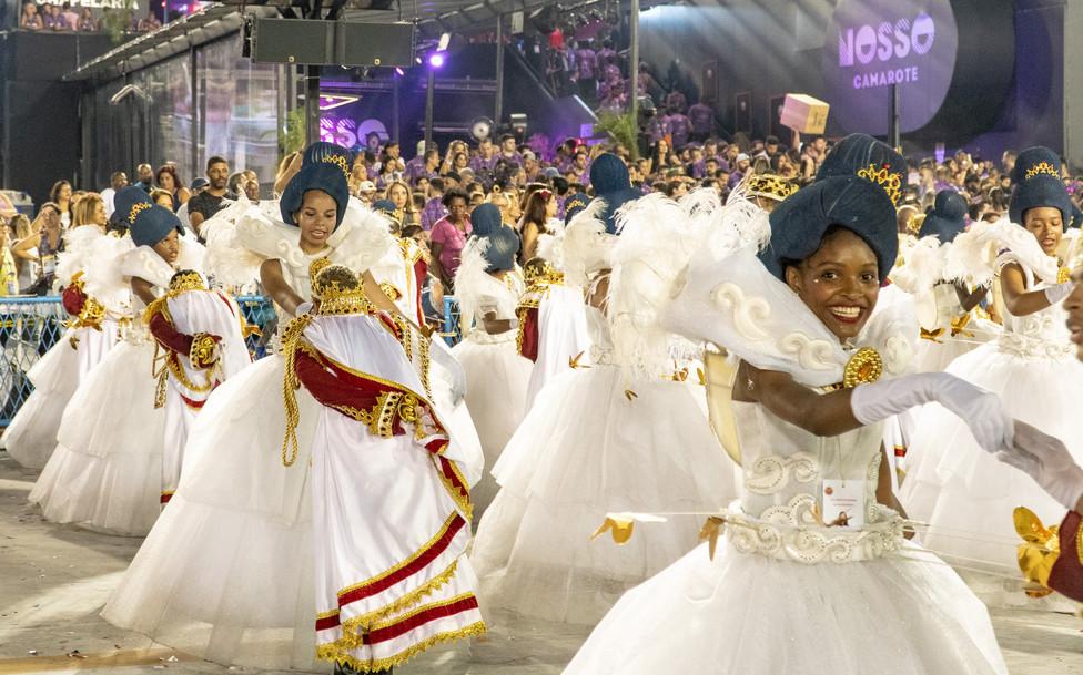 Women marchers of Viradouro samba school