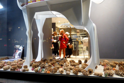 Shoppers in a chique store on Tverskaya Ulitza