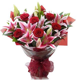 Ramo de lilium y rosas