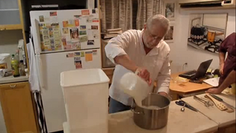 ג'אקומו מכין מוצרלה