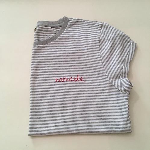 """T-Shirt für Frauen (gestreift) - """"namaste"""" - 100% Bio & Fair"""