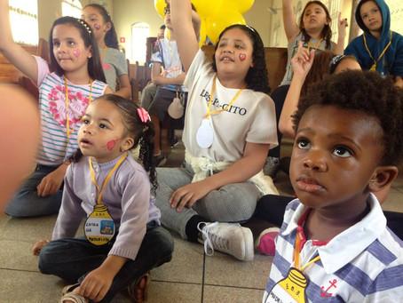 Jesus a luz que brilha aos olhos das crianças