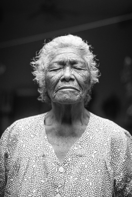 Porträt einer weisen, alten Frau.
