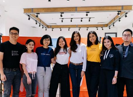 8 Anak Muda Berprestasi jadi Model Dadakan Pakai Kaus Penuh Pesan