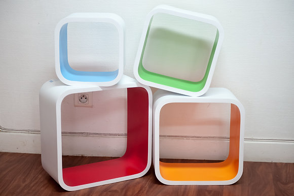 Cubes muraux en bois. 4 pièces