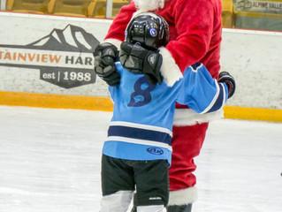Santa Claus can skate!