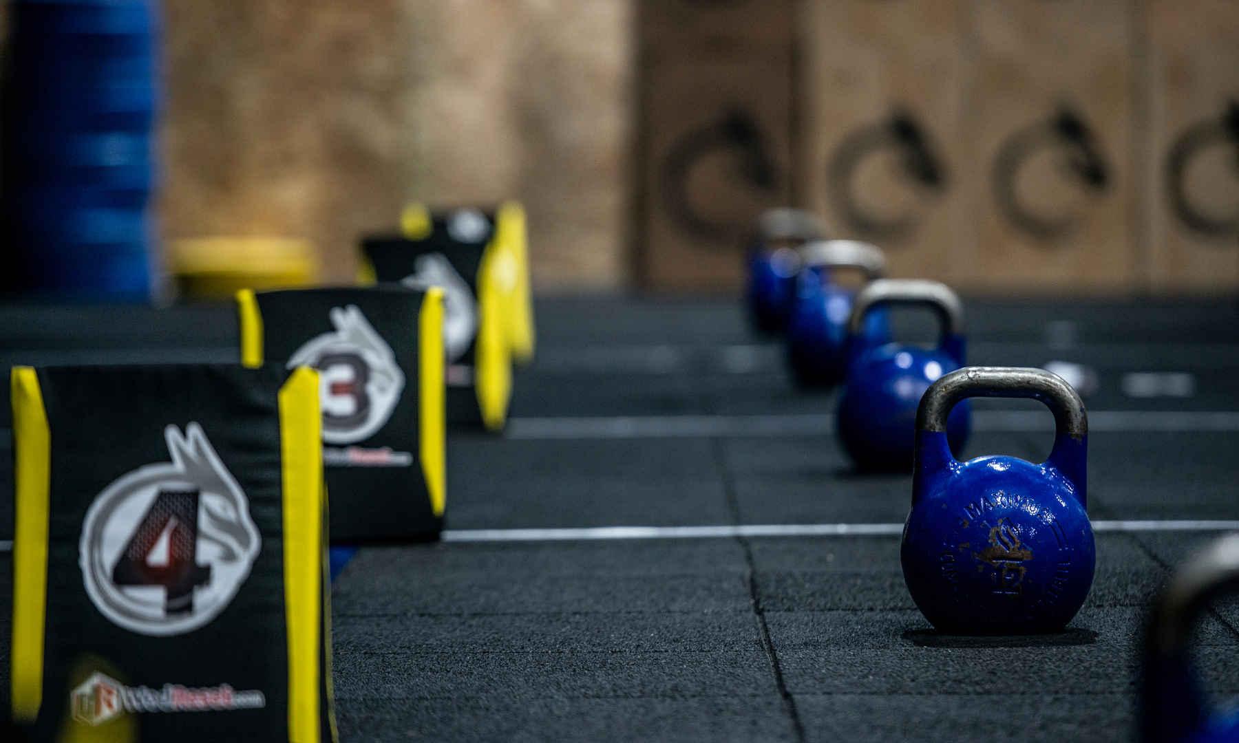 Barras olimpicas,  CrossFit, box, gimnasio, kids, sada, oleiros, coruña, miño, culleredo, abdominales, mucle up, ejercicio, halterofilia, remo, assault, galicia, betanzos, deporte, carrera