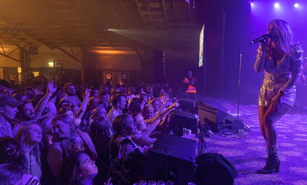 Jody Direen performing at Top Paddock Country Music Festival 2021 in Gore