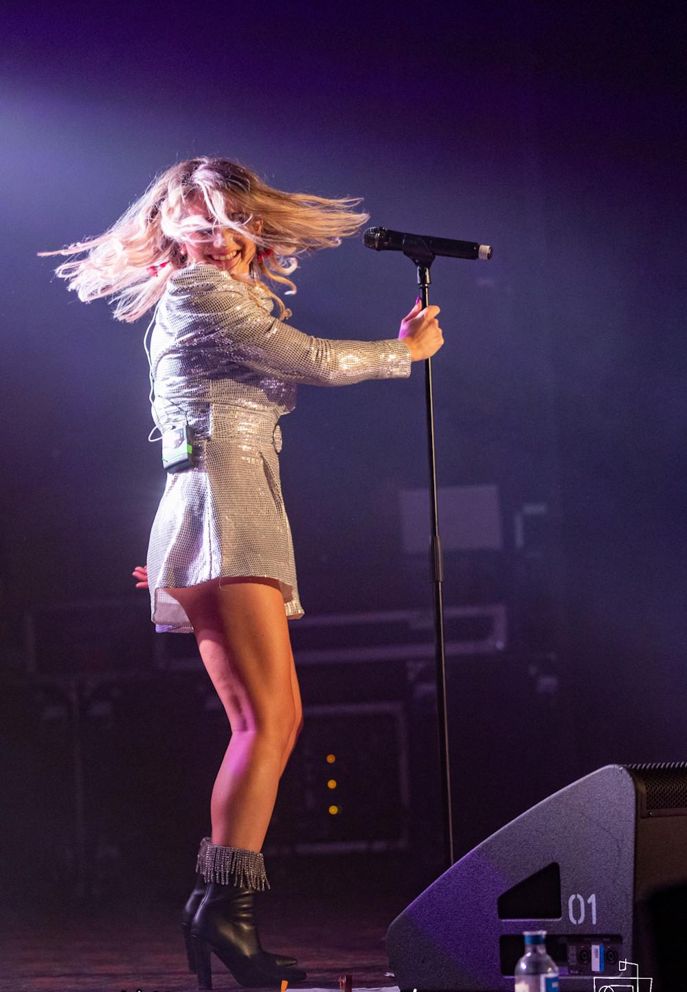 Jody Direen singing at Top Paddock Music Festival Gore Country Music