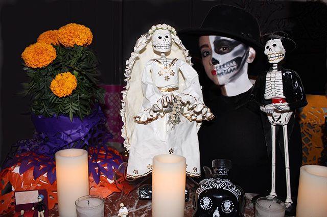 Halloweeen💀💀 #halloweenmakeup #halfskull #makeupideas #makeupartist #diademuertos #altar