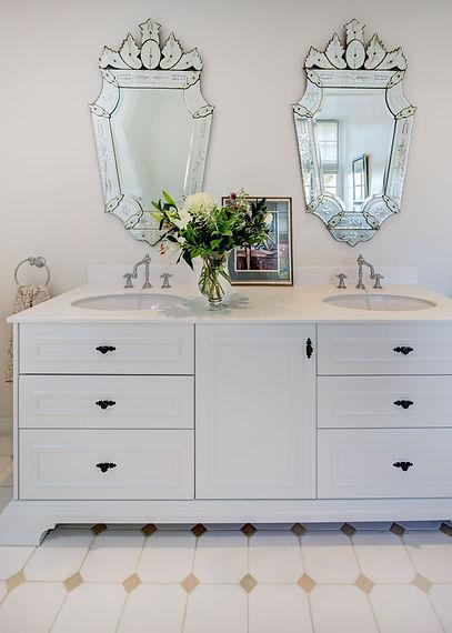 Jennie Schmid Design, Interior Design, Designer, Switzerland, Lausanne, Villa, Portfolio, bathroom, venetian mirrors