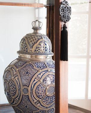Jennie Schmid Design, Interior Design, Designer, Switzerland, Lausanne, Villa, Blue and White Moroccan vase with silver detail