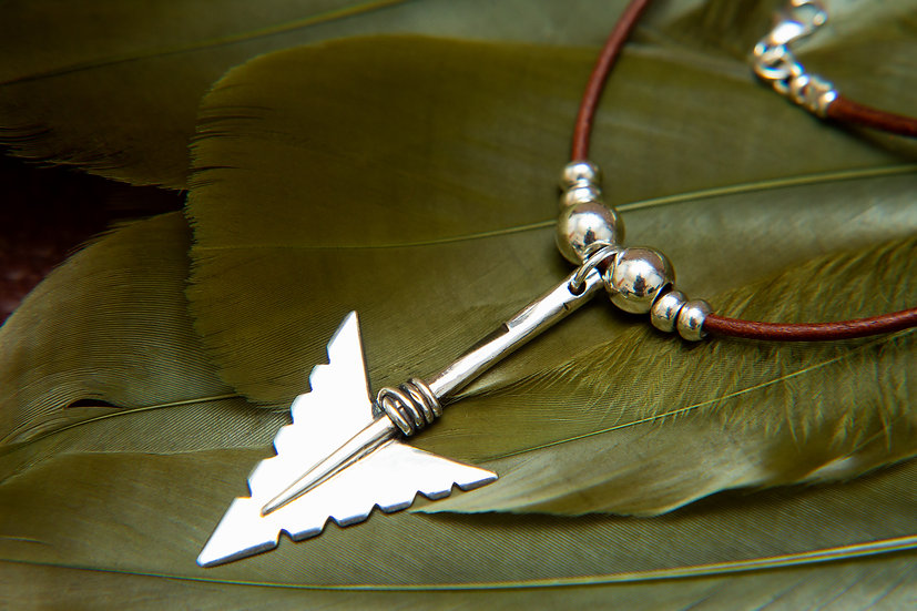 Cheveyo. Tribal silver Arrow pendant and beaded leather necklace, 925