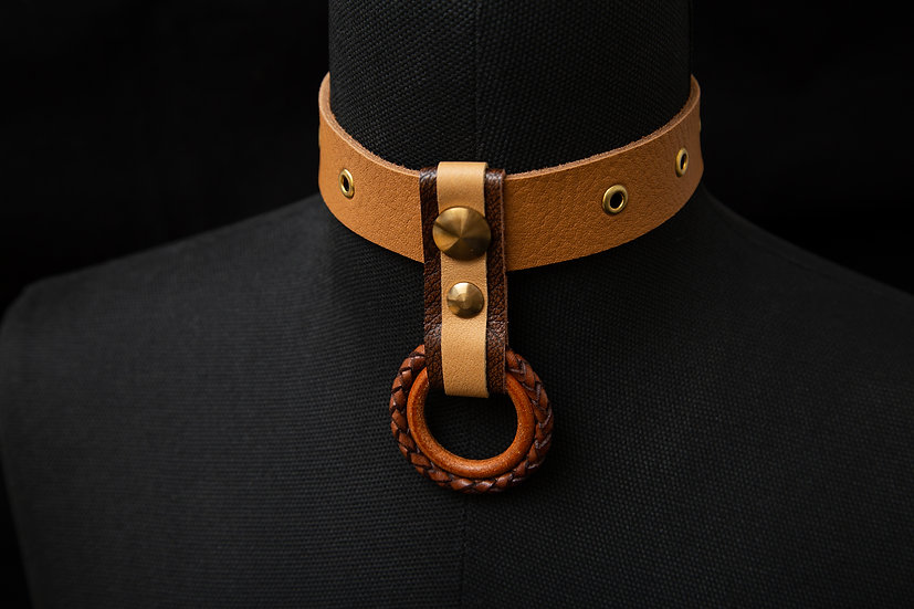 Lenna. Tan and brown Nappa leather choker, with Braided leather O-Ring pendant