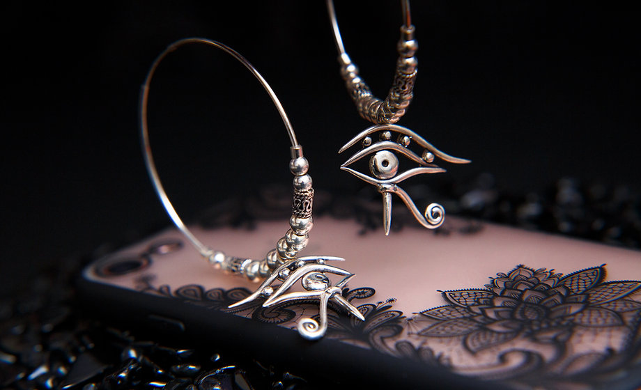 Amala, eye of horus silver earrings. Eye of Ra earrings by Molax ChopaTribe.