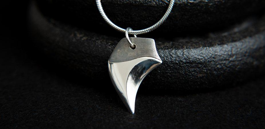 Hiamori, anima claw sterlin silver pendant. Wolf claw by MolaxChopa Tribe. London