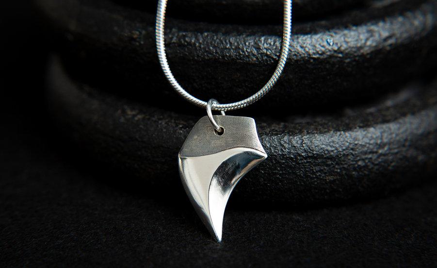Hiamori wolf claw pendant, Fang pendant, 925 serling silver by Molax Chopa Trib