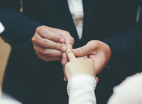 celebrant de mariage laique_edited.jpg