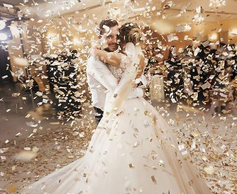 canon-confettis-ouverture-de-bal-premiere-danse-mariage-suisse_edited.jpg