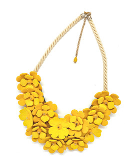 Statement necklace with many flowers in