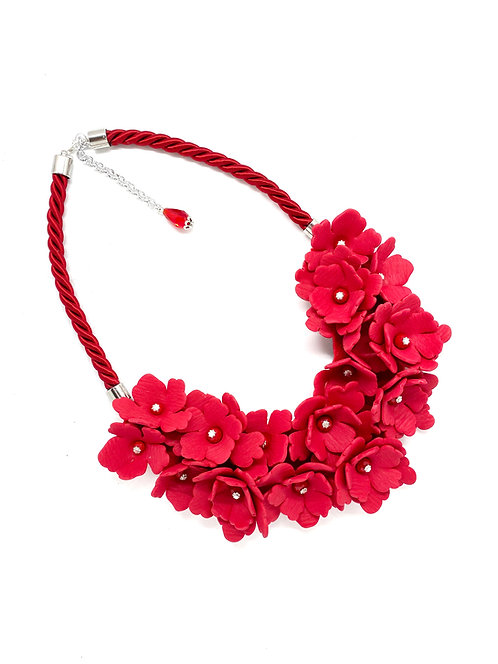 Big flowers statement necklace