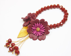 Flowers and beads bracelet